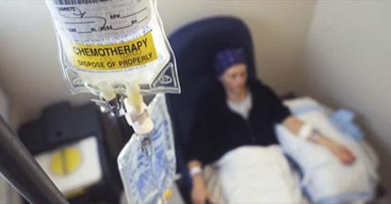 , Doctor de Berkeley dice que las personas mueren por la quimioterapia, no por el cáncer [Observa], Alimenta y Cura