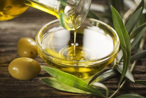 usar aceite de oliva para quitar la cera del oído