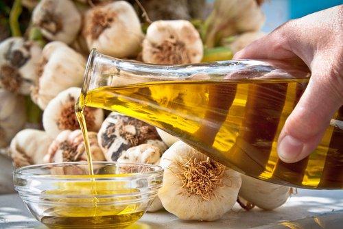 , Tratamiento de aceite de oliva y ajo para combatir las várices y las arañitas, Alimenta y Cura