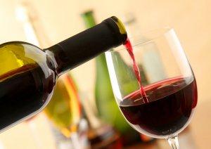 , ¿Qué pasa con tu cintura cuando tomas un vaso de vino tinto antes de acostarte?, Alimenta y Cura