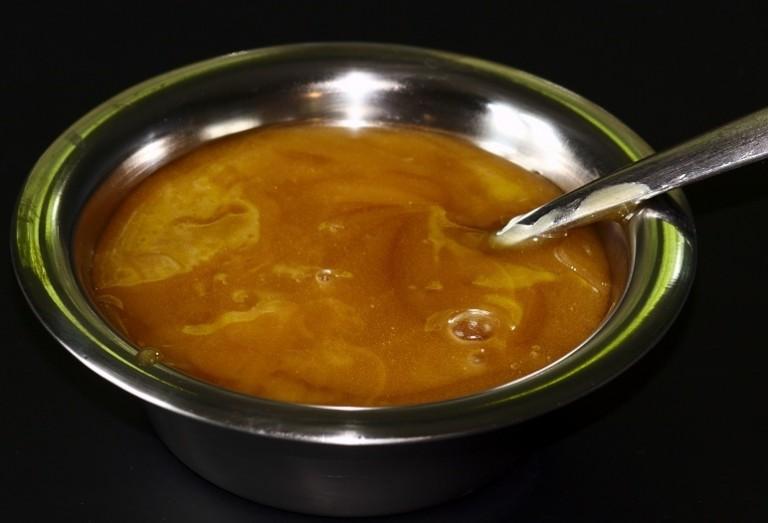 Este tipo de miel cruda elimina cada tipo de bacteria que científicos puedan lanzar en ella (incluso los grandes insectos!)