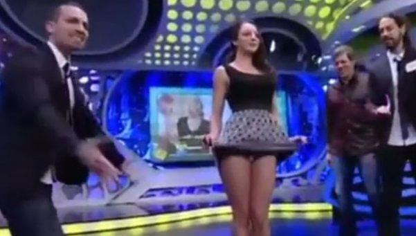 , Una conductora fue despedida por hacer esto en tv en vivo en españa…., Alimenta y Cura