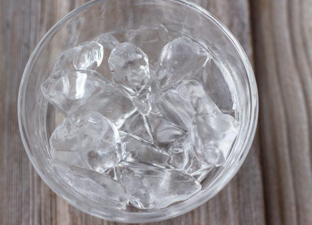 , Beneficios de colocar un cubo de hielo en la nuca, Alimenta y Cura