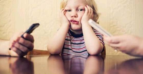 , Nuevo estudio: el uso de la tecnología en los padres se relaciona con problemas de conducta infantil, Alimenta y Cura