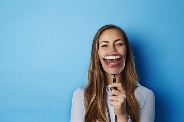 , Cómo usar la cáscara de plátano para blanquear los dientes – luce una sonrisa radiante, Alimenta y Cura