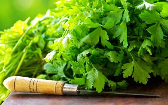 , Limon y agua con perejil para limpiar los riñones, Alimenta y Cura, Alimenta y Cura