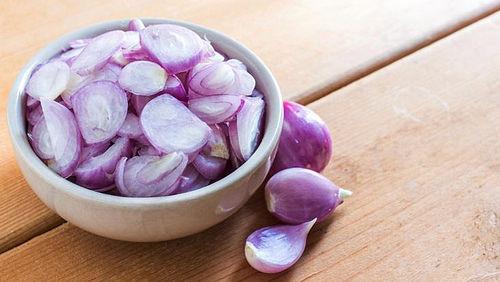 , Cebollas Rojas – Potente Antibiótico Natural que Puede Tratar las Siguientes Condiciones de Salud, Alimenta y Cura