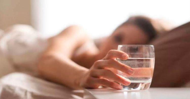 , ¡Muy pocas personas lo saben! ¿Por qué deberías de tomar agua todas las mañanas con el estómago vacío?, Alimenta y Cura, Alimenta y Cura