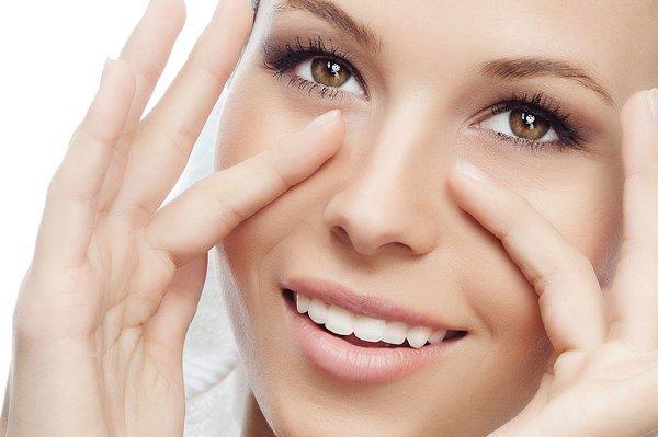 , Soluciones caseros para socorrerte a suprimir las bolsas de los ojos, Alimenta y Cura, Alimenta y Cura