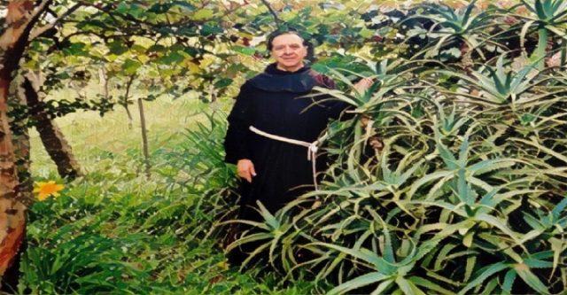 , Un Sacerdote Que Pasó 20 Años Estudiando El Áloe Vera Dice Que El Cáncer Puede Ser Curado! ¡Ésta Es La Receta!, Alimenta y Cura, Alimenta y Cura