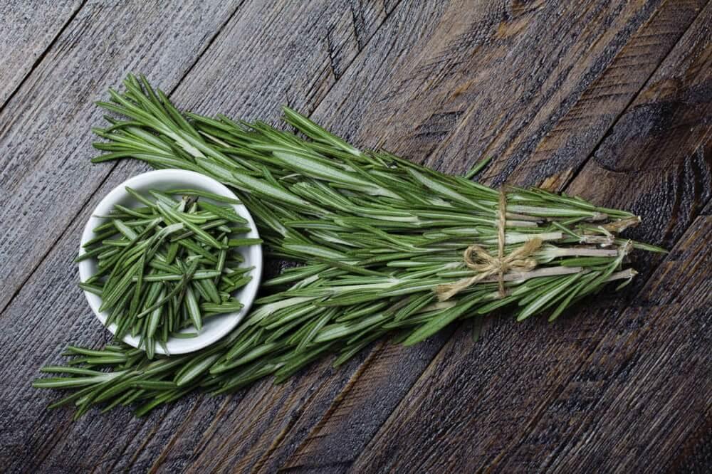 , Elimina la caspa preparando 5 soluciones herbales, Alimenta y Cura, Alimenta y Cura