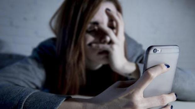 , Abusar del móvil provoca desequilibrios químicos en el cerebro de los jóvenes, Alimenta y Cura, Alimenta y Cura