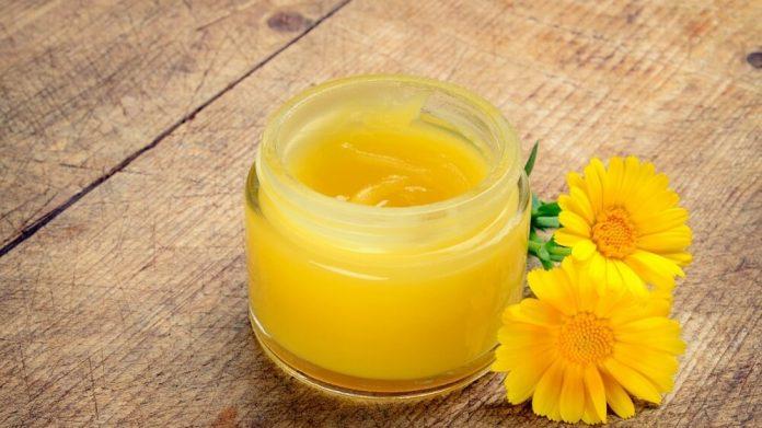 , Bálsamo labial casero de lavanda y caléndula para labios secos y sensibles, Alimenta y Cura