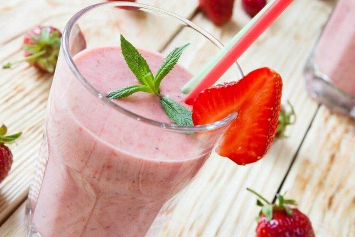 , Batido con yogur griego, almendras, fresas y semillas de chía para acelerar tu #metabolismo, Alimenta y Cura