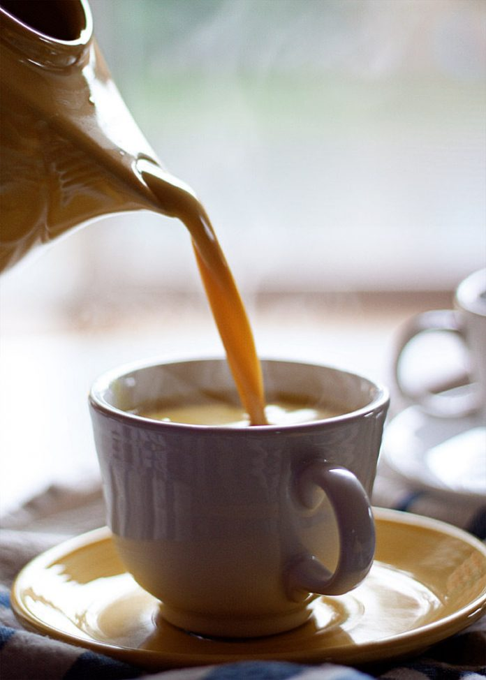 , Toma tu detox diariamente: Latte espumoso de cúrcuma vegano, Alimenta y Cura