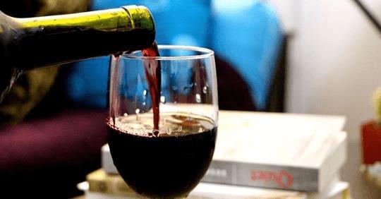 , Beber vino antes de dormir podría ayudarlo a perder peso, Alimenta y Cura