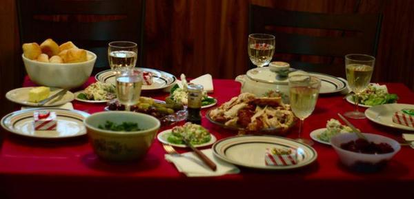 , Cenar tarde podría aumentar el riesgo de tener cáncer de pecho y próstata, Alimenta y Cura