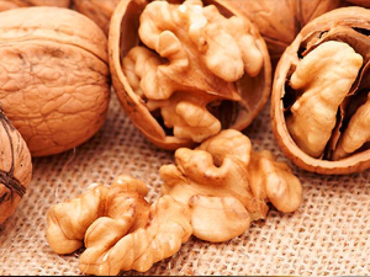 , Confirmado: comer nueces reduce los niveles de colesterol y triglicéridos, Alimenta y Cura