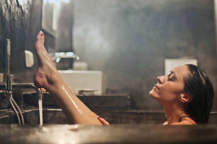 , 6 Cosas que deberíamos hacer en la ducha para obtener una dermis inmejorable, Alimenta y Cura