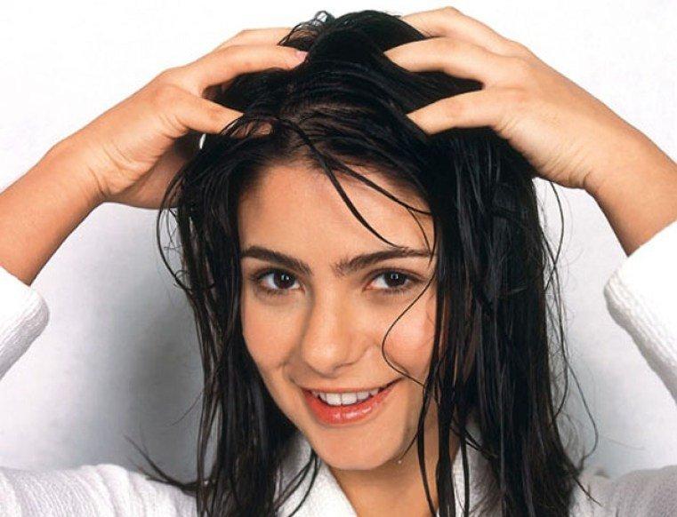 , 7 consejos que debes administrar si quieres detener la caída del pelo, Alimenta y Cura